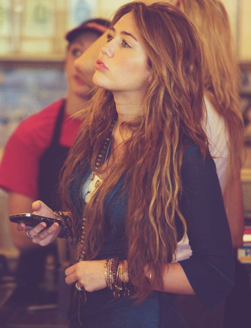 miley cyrus before she went Crazy...she was so pretty then!