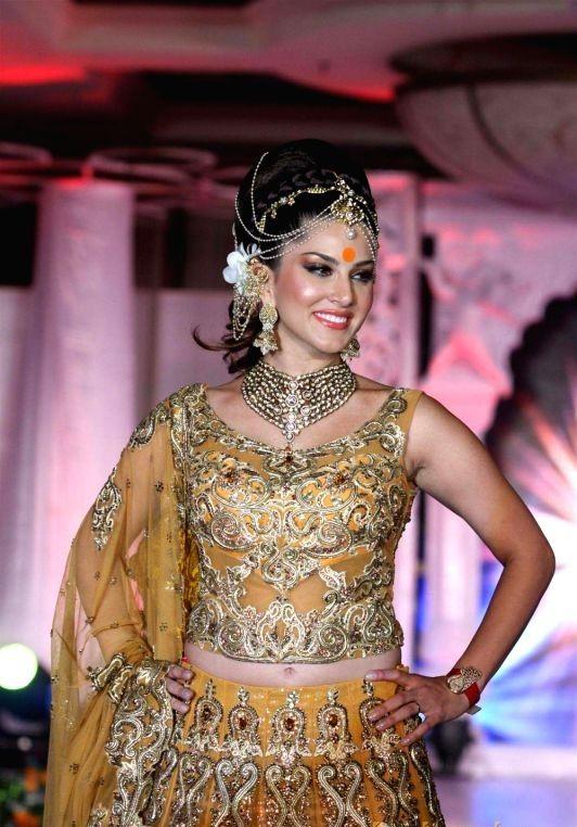 #lahanga saree 3banarasi #saree #manufacture #varanasi #clothing #shopping #women #fashion #online #best #price #low #minimum #cheap