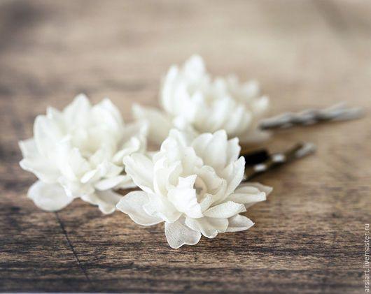 Flower hair pins / Свадебные украшения ручной работы. Ярмарка Мастеров - ручная работа. Купить 717_Маленькие шпильки цветы айвори, Шпильки на свадьбу. Handmade.