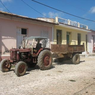 Tractor Trinidad de cuba