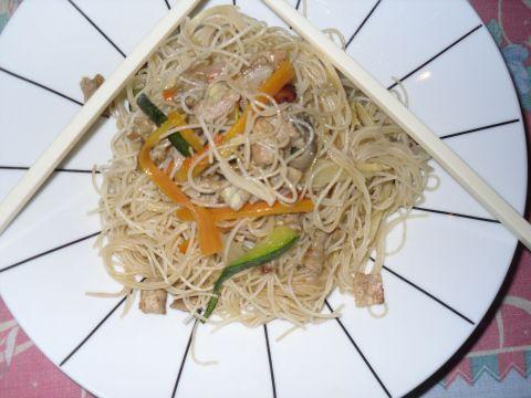 Spaghetti di Soja con Carne e Verdure.