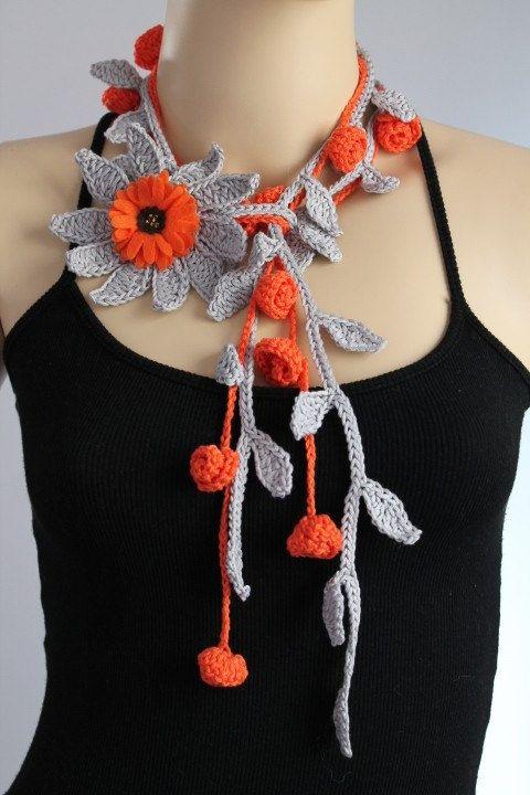 Collar gris-naranja