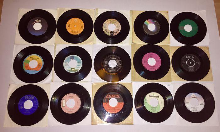 """Veel van vijftig 50 7"""" pop en rock singles uit de 60's - 80's  The Rolling Stones - uitstappen van mijn Cloud / I 'm FreeEmerson Lake Crosby Stills NashSteve Winwood - vacante stoel / terwijl u een kans zietSuzi Quatro - ze is verliefd op u / ruimte cadettenDe romantici - hing op je/als ik kijk In je ogenZoete kers - de dame wil uw geld/Play That Funky MusicDe Barron Knights - Pop gaan de werknemersMelanie - Animal Crackers/vastTony Joe White - Groupy meisje/hoge SherriffJona Lewie - Stop de…"""