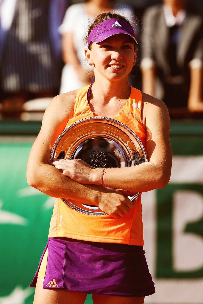 Simona Halep with the runner up trophie #WTA #Halep #RolandGarros
