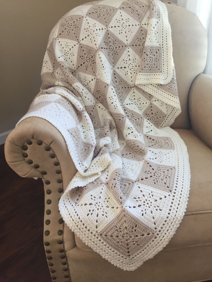 Crochet Baby Blanket or Throw Pattern - Arielles Square  .•*¨*•.¸♥¸.•*¨*•.¸♥¸.•*¨*•.¸♥¸.•*¨*•.¸♥¸.•*¨*•.¸♥¸.•*¨*•.¸♥¸.•*¨*•.¸♥¸.•*¨*•.¸♥¸.•*¨*•.¸  This pattern was designed for my niece as a wedding gift. I wanted a timeless yet simple square that could be used for a throw, a baby blanket, or even as a table runner. It came out quite elegant. This will be your go to pattern for a wedding gift or baby shower. The square is VERY easy, especially since it is one color, so you have very few…