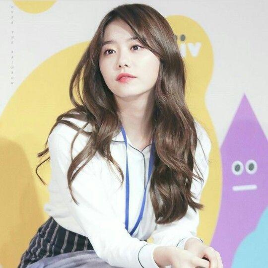 Looking at nothing... Cute #stylesohye #ioi #kimsohye #Sohye #sohyefashion #k-pop #koreanstyle #k-popstyle #kimsohye2017 #kpop