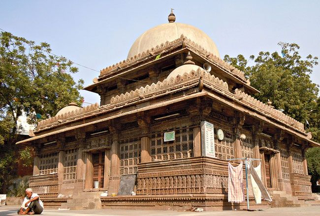 Rani Sipri's Mosque also known as Rani Sipri ni Masjid or Masjid-e-nagina, formerly known as Rani Asni's Mosque, is a medieval mosque in the walled city of Ahmedabad, Gujarat in India.
