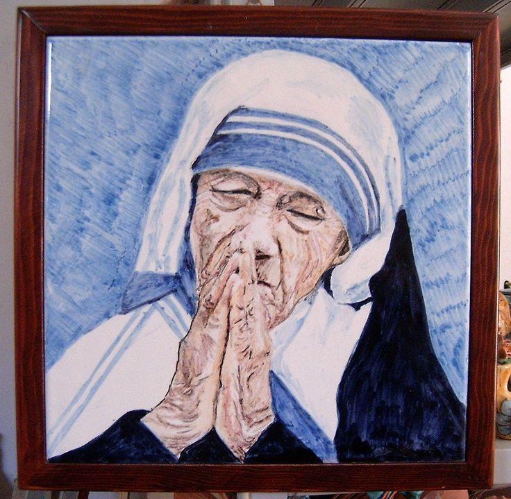 Ritratto di Madre Teresa dipinta a mano su mattonella industriale.Cornice legno.