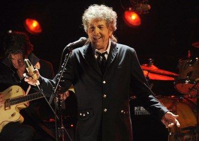 De Amerikaanse singer-songwriter Bob Dylan gaat zijn Nobelprijs Literatuur niet zelf in ontvangst nemen in Stockholm, zo maakt de Zweedse Academie woensdag...