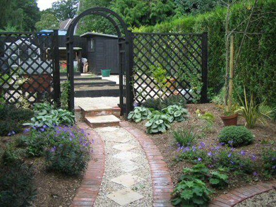 garden path  http://exclusivegardendesign.blogspot.com/