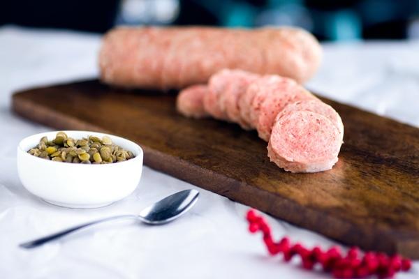 Esta es la carne que se utiliza es una salchicha de cerdo.