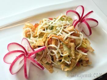Овощной салат с копченой курицей