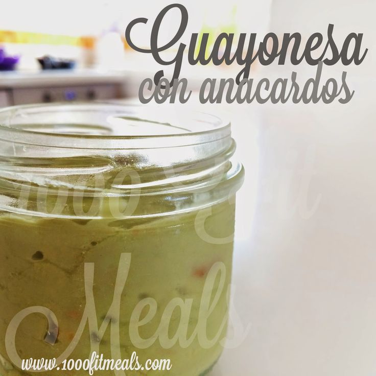 Mayonesa de aguacate y anacardos, casera y súper facil. Para alegrar tus recetas fitness o paleo.
