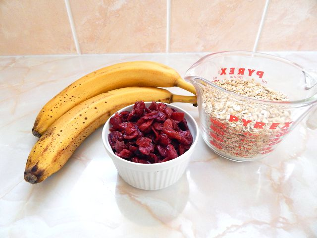 Yummy and Healthy 3 Ingredient Oats & Cranberry Cookies - Chantell Clark