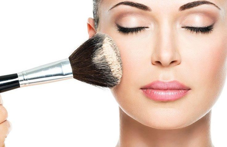 """Fondöten sürerken kalıp gibi bir görüntünün oluşmasına nasıl engel olurum?""""Daha hafif bir ürün kullanmak yerine, fondöteni sürmek için... #make-up #makyaj #cilt #rimel #ruj"""