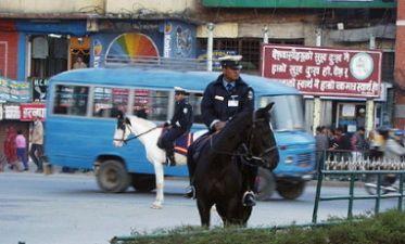 ネパール・活躍する世界の警察官 - 活躍する世界の警察官&警察車両・装備