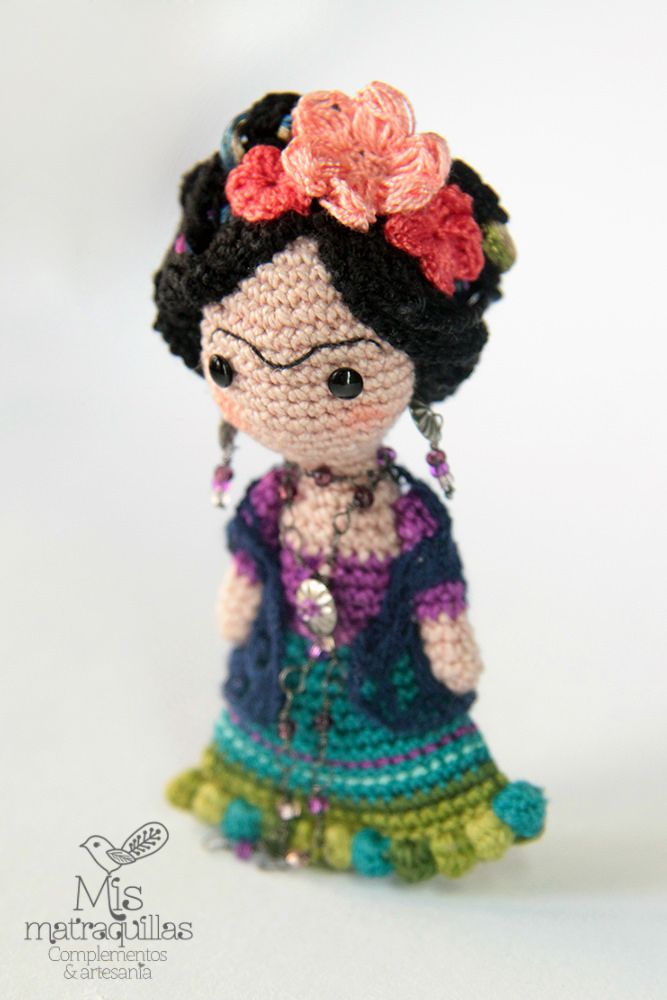 Mucho más en https://www.facebook.com/MisMatraquillas/   Broche feminista amigurumi Frida Kahlo   Broches realizados a ganchillo #feminismo #feminism #ganchillo #crochet #mujer #brooch #artesania #amigurumi #frida #kahlo