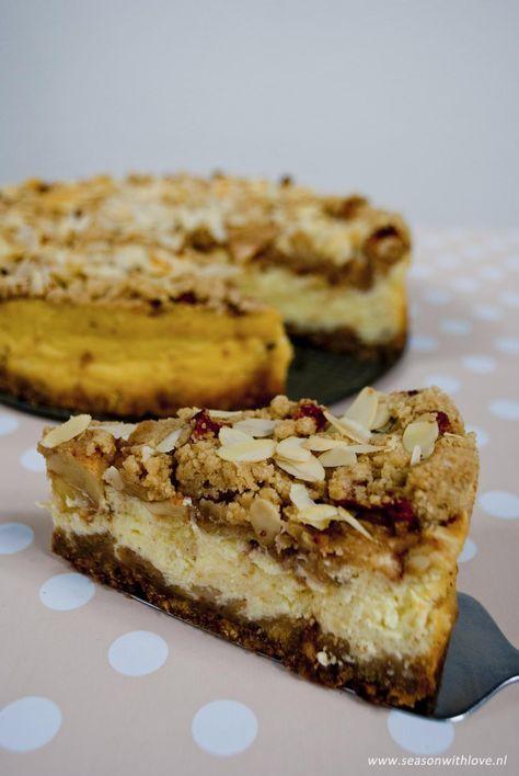 Appeltaart is natuurlijk een heerlijke klassieker. Deze appel kruimel cheesecake brengt de klassieke appeltaart tot een heel ander niveau. Genieten!
