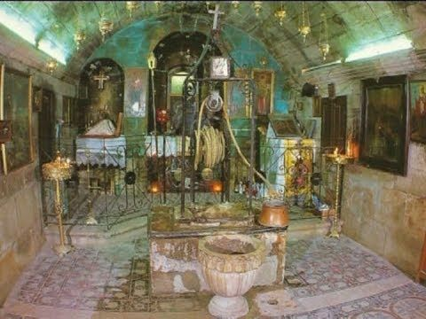 Poço de Jacó, também conhecido como Fonte de Jacó e Poço de Sicar, é um poço profundo escavado na rocha sólida que tem sido associado a tradição religiosa com Jacó por cerca de dois milênios. Está situado a uma curta distância do sítio arqueológico de Tell Balata, que é considerado como o local de Siquém bíblica.[1]  O poço atualmente encontra-se dentro do complexo de um monastério ortodoxo oriental de mesmo nome, na cidade de Nablus, na Cisjordânia.