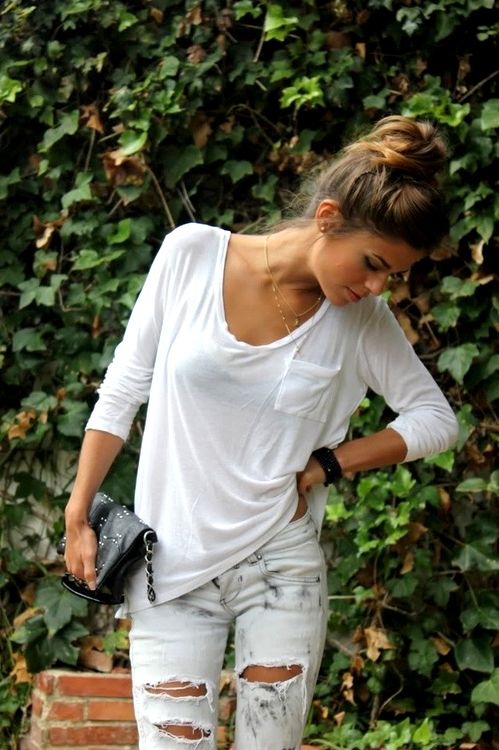 Loose white shirt with pocket, long sleeves and Light ripped jeans