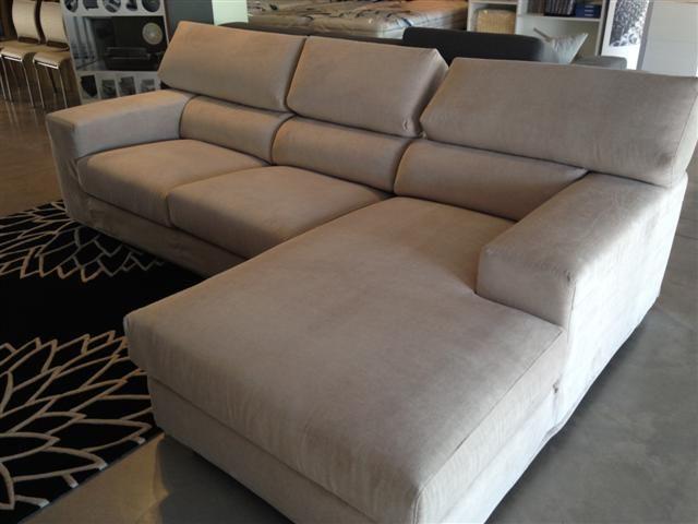 Divano modello Tribeca con penisola, in tessuto sfoderabile beige. Mis: L.260cm x 170cm. http://www.arredogroup.it/articolo/2084