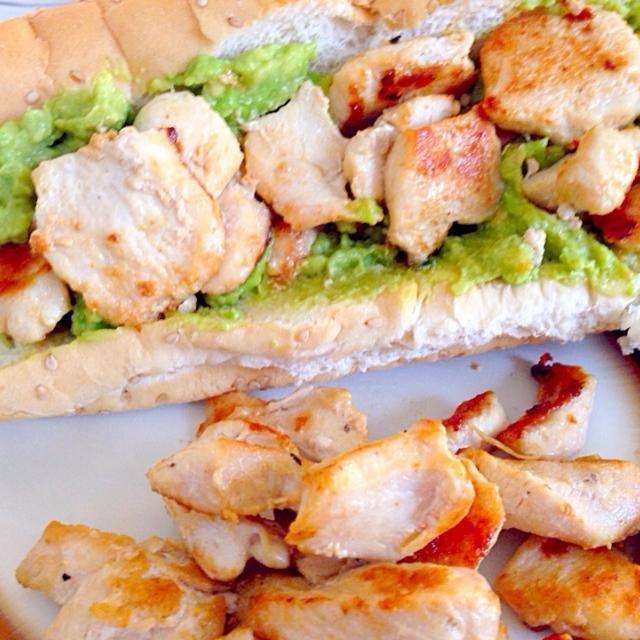 すんごい雑な料理(笑) - 10件のもぐもぐ - アボカドとチキンのサンドイッチ by Aoi