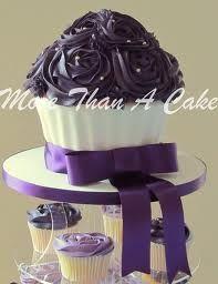 Google резултати слика за http://cupcakeparty.org/wp-content/uploads/2012/08/Giant-Cupcake-Wedding-Tower.jpg