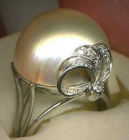 A wonderful example of a glorious art deco ring. The center of this gorgeous ring holds an impressive genuine Mabe Pearl.