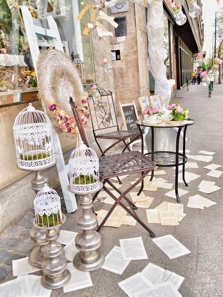 Utcai instaláció Vintage stílusban