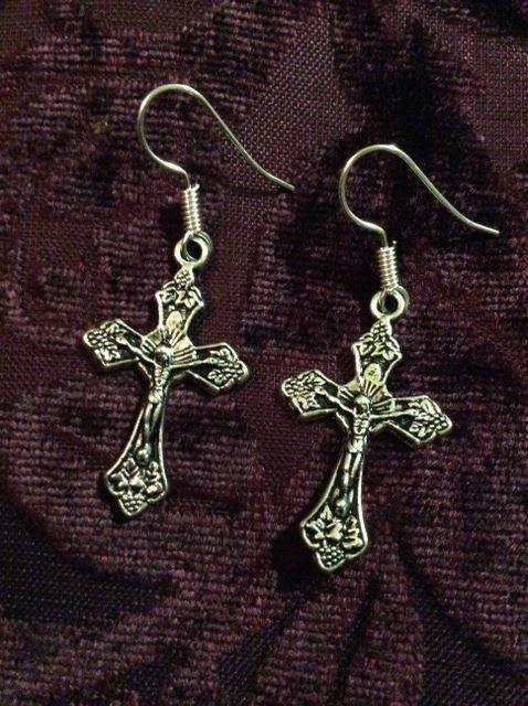 Kors Ikon Jesus Kristus present krucifix smycken smycke örhängen Goth
