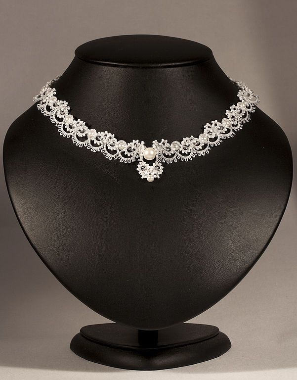 beautiful tatting necklace