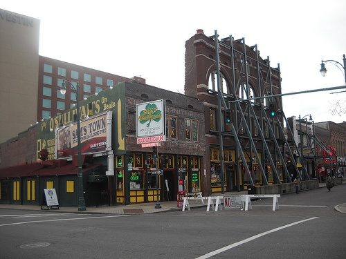 Silky's on Beale in Memphis, TN w/the Westin behind it. We've stayed there twice...can't beat the location behind the best bar on Beale!  Silky O'Sullivans by kwatson0013, via Flickr.