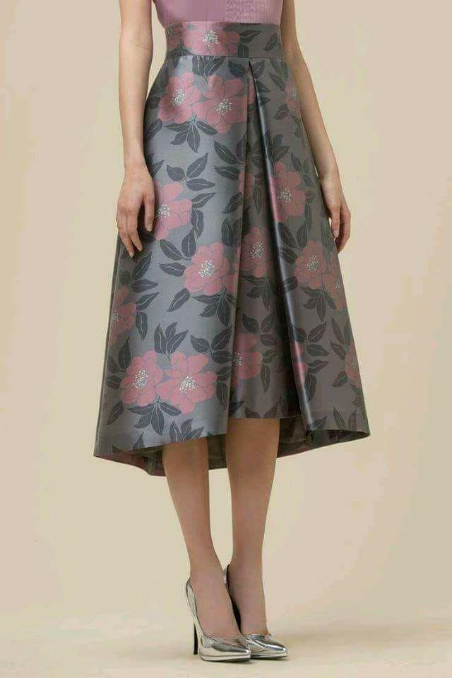 Falda midi con pliegue y cola de pato