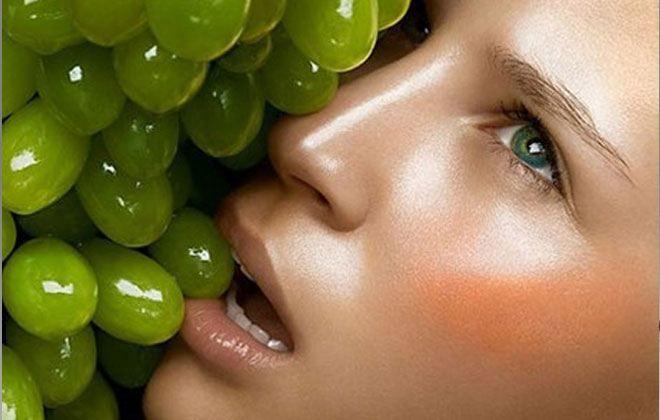 ΣΤΑΦΥΛΙ Ποιο φρούτο κάνει απίστευτη σύσφιξη προσώπου;