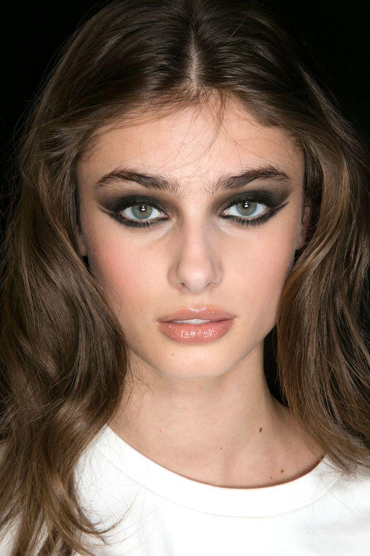 Fall 2015 makeup trends - eye liner/smokey eyes (Elie Saab)
