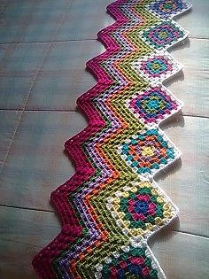 Now here's a nice variation on the old-fashioned granny square.