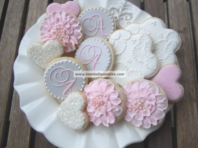 Bambella Cookie Boutique | Bridal  LOove the Pink Flower w/Pearls Cookie... :) !