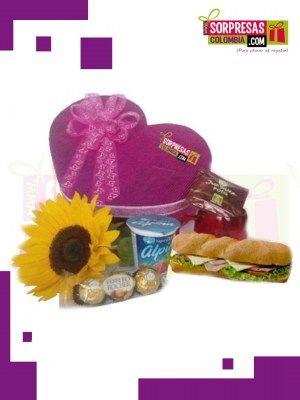 Desayuno sorpresa Sorprende con este especial DESAYUNO SORPRESA que enamorara una vez mas a esa persona especial. Visita nuestra tienda online www.sorpresascolombia,com o comunicate con nosotros 3003204727 - 3004198