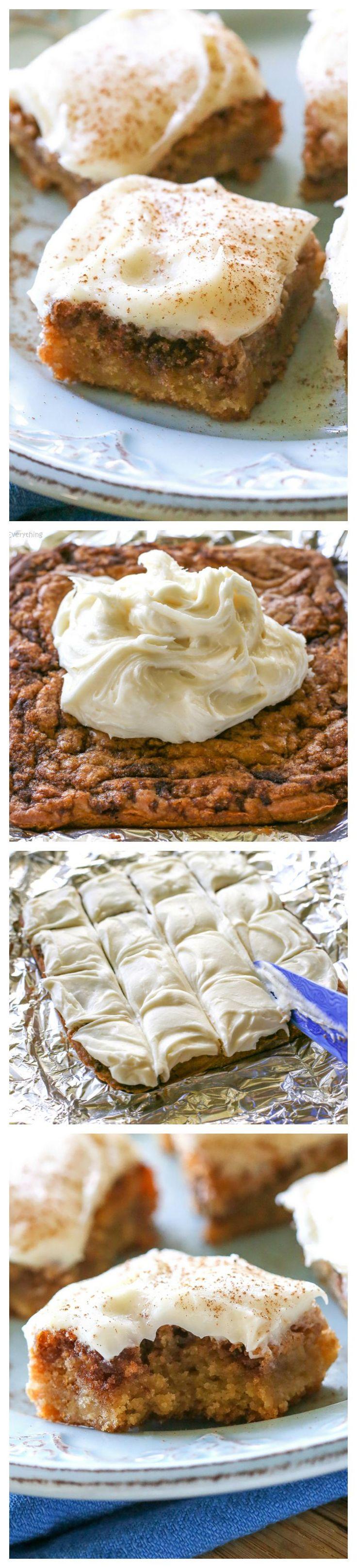 ½ šálku másla, roztaví 1 šálek hnědého cukru 1 vejce 1 ½ lžičky vanilkového ¼ lžičky soli, 1 šálek mouky skořice víření 1 lžíce másla, roztaví ¼ šálku cukru brown 1 lžička skořice poleva : 4 oz smetanový sýr, měkčené ¼ šálku másla, měkčené ½ lžičky vanilkového 2 hrnky moučkového cukru