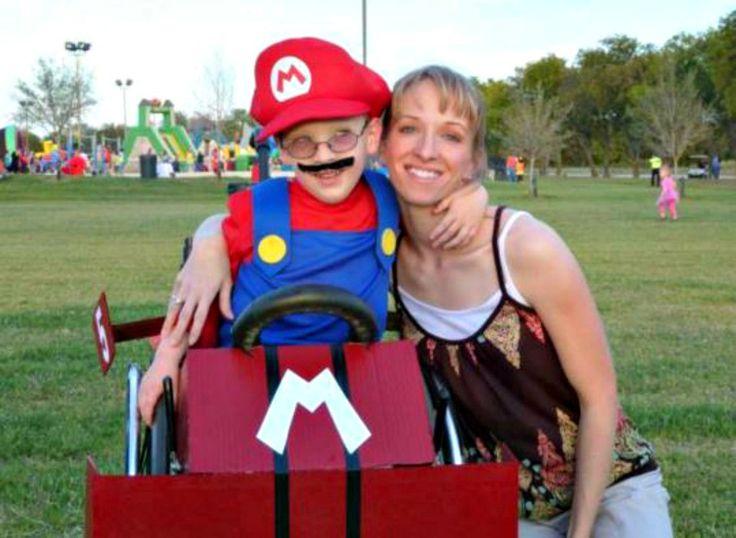 Mamma crea incredibili costumi di Halloween per il figlio sulla sedia a rotelle (foto) - Radio Deejay