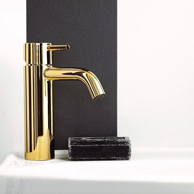 The iB RUBINETTI Collections are available in 16 different finishings. Fast deliveries and 10 years warranty. #bold #ibrubinetti #bathroom #designporn  #homestyling #decoration #dream_interior #interiordesign #design #instahome #instadesign #architect #architecture #interior #luxury #inspiration #gooddesign