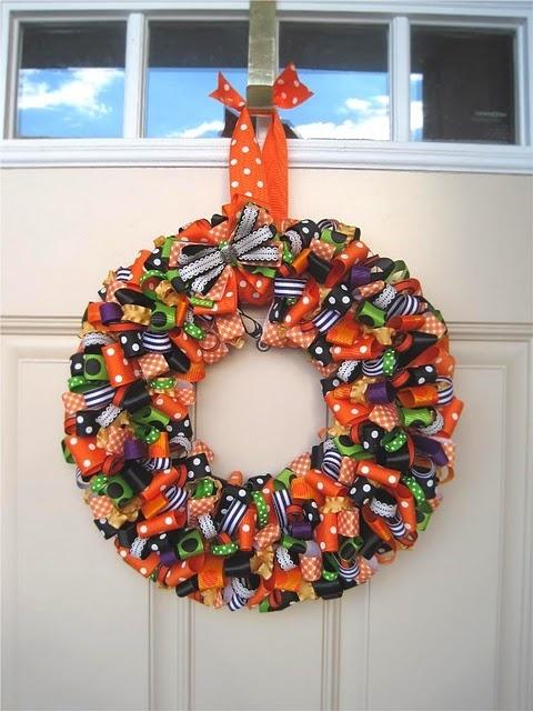 Halloween wreath door outdoors decorationsRibbons Bows, Halloween Decor, Christmas Colors, Doors Outdoor, Doors Decor, Ribbons Wreaths, Fall Wreaths, Halloween Wreaths, Halloween Doors