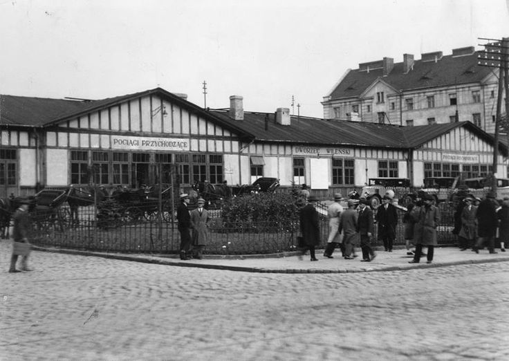 Dworzec Wileński.  fot. 1932r., źr. Narodowe Archiwum Cyfrowe.