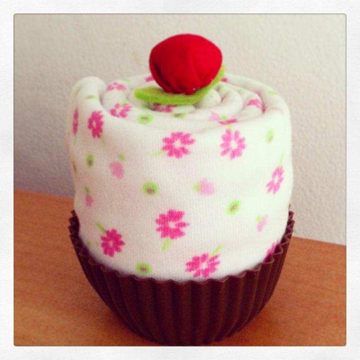 Tutito para bebé en presentación cupcake...hermoso regalo!!! $3.990.