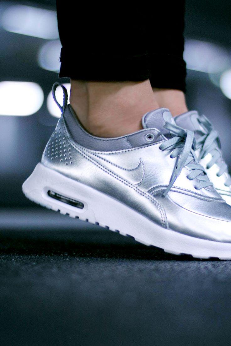 Nike Wmns Air Max Thea 'Metallic' (via Kicks-daily.com)