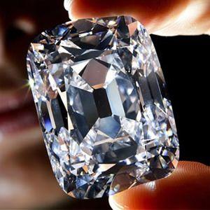 Tudo o que você precisa saber sobre diamantes: conceitos, leilões, curiosidades e diamantes famosos.