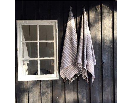 Care by Me Waffle grå strib håndklæde 100 x 200 cm i økologisk bomuld.