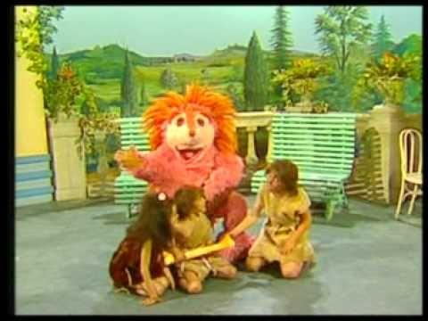 """Videoclip de la canción """"Trogloditas"""" interpretada por Espinete. Uso lúdico. No hay intención de infringir el copyright. Copyright © 1983-1988 RTVE."""