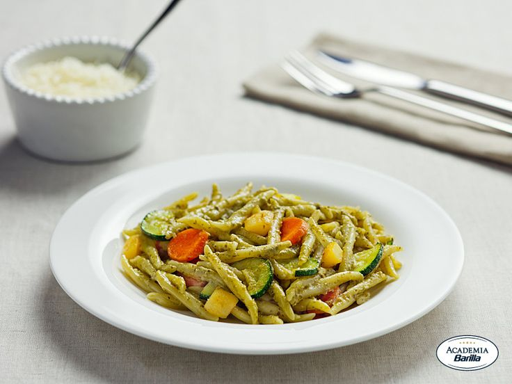 Trofie con Pesto alla Genovese e Verdure croccanti