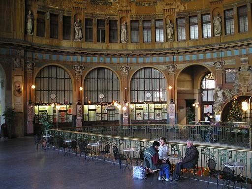 Původní odbavovací hala, dnes Fantova Kavárna | Praha, Hlavní nádraží